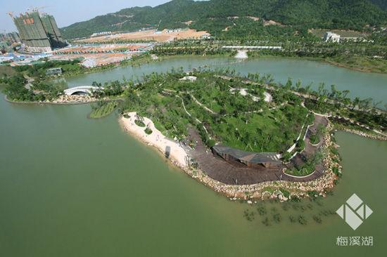 柳堤位于梅溪湖国际新城桃花岛内,全长1.